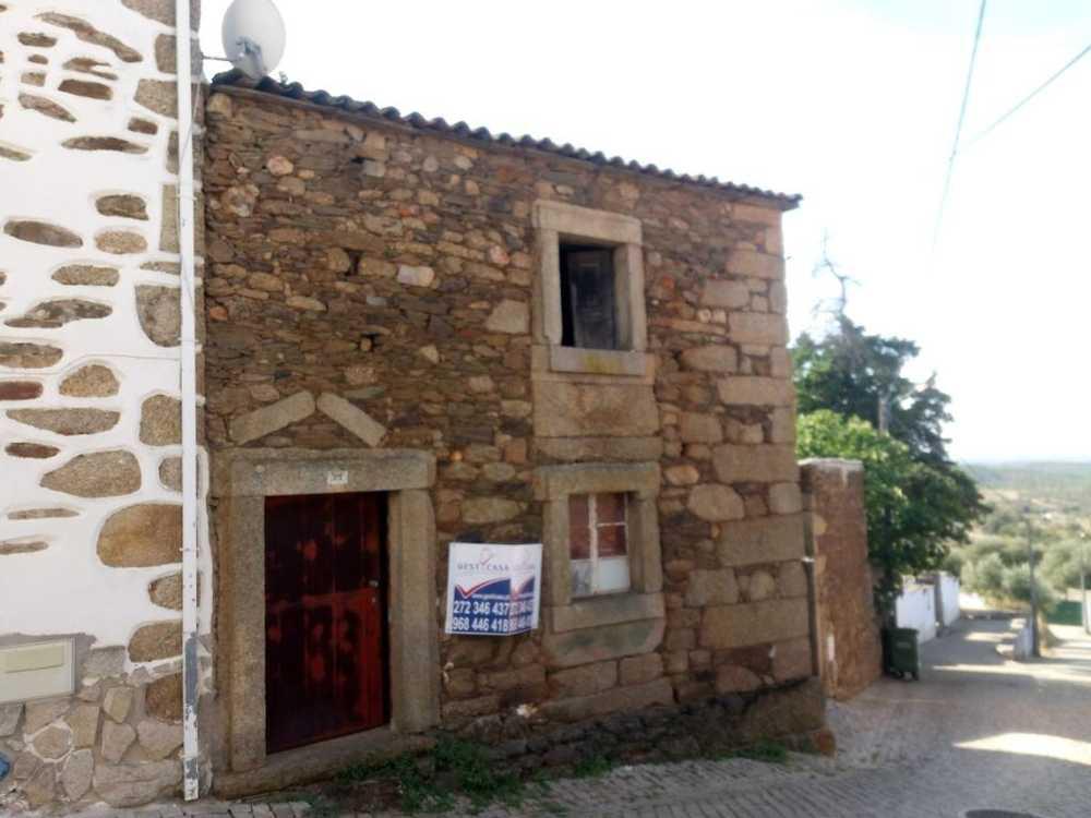for sale house Salgueiro do Campo Castelo Branco 1