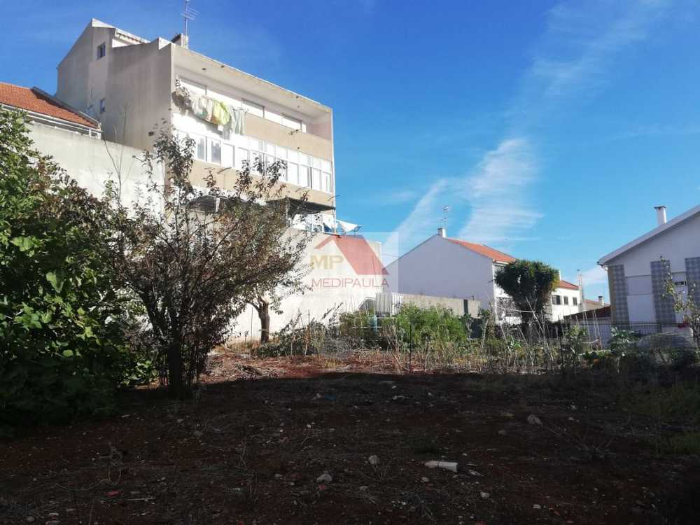 Famões Odivelas terreno foto #request.properties.id#