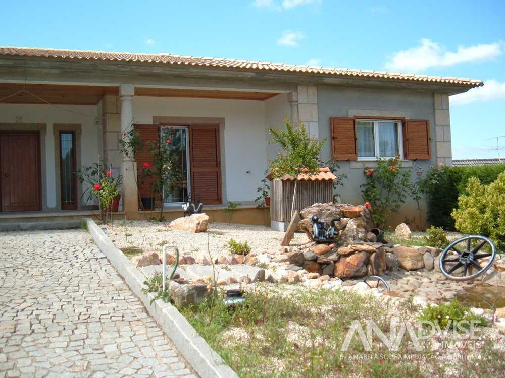 Sátão Sátão casa foto #request.properties.id#