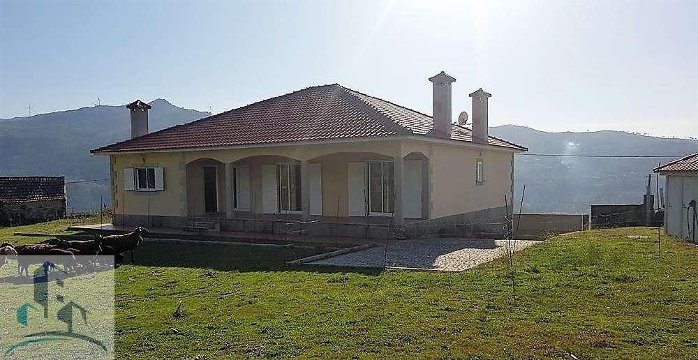 Ferreiros Cinfães casa foto #request.properties.id#