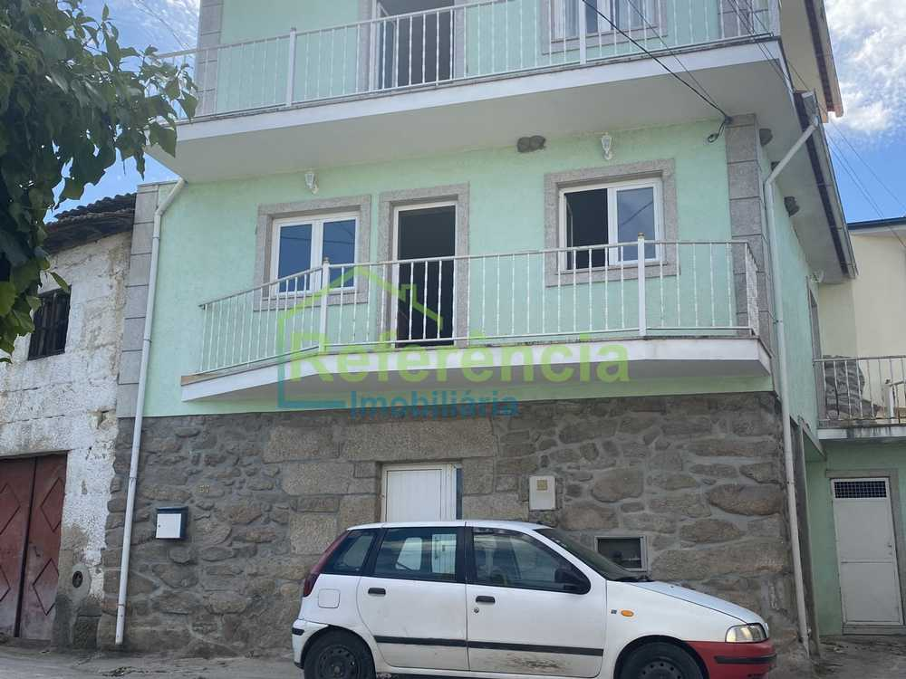 Bustelo Chaves 屋 照片 #request.properties.id#